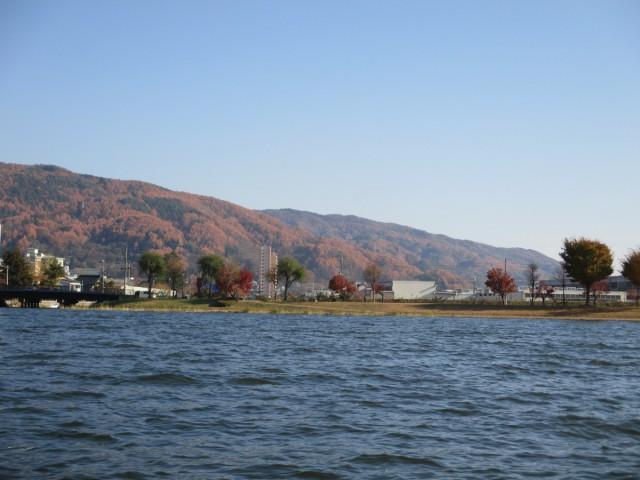 水陸両用のバスで巡る諏訪湖。お天気が良いので富士山も見る事ができました。