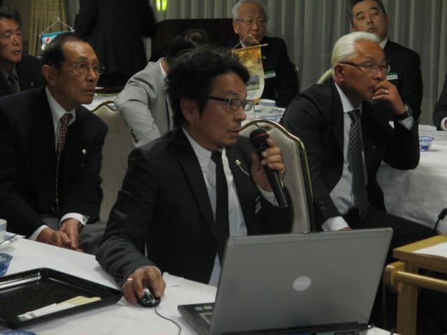 会員スピーチ L福嶋克己 パワーポイントを駆使し『蜂』の修理・生態などを講話