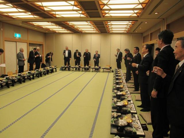 会長方針で乾杯は日本酒
