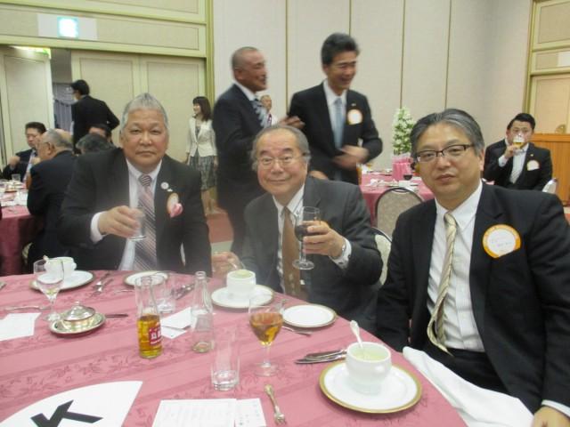 左から、会計L山端武彦、会長L福田博行、幹事L稲垣昌司
